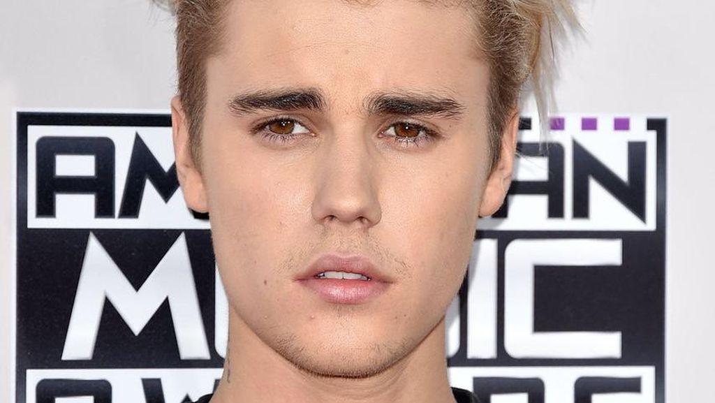 5 Cewek Cantik yang Pernah Menolak Cinta Justin Bieber