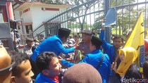 Mahasiswa di Blitar Tuntut Harga Bahan Pokok dan BBM Distabilkan