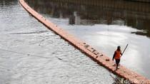 Pembersihan Sampah di Banjir Kanal Barat