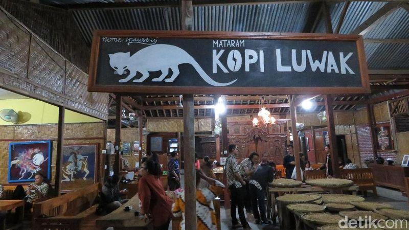 Kedai Kopi Luwak Mataram ini berlokasi di Jalan Pelemwulung, Banguntapan, Bantul, Yogyakarta. Di sini kamu bisa icip-icip kopi luwak yang terkenal sedap dan harganya mahal banget (Fadhil/detikTravel)