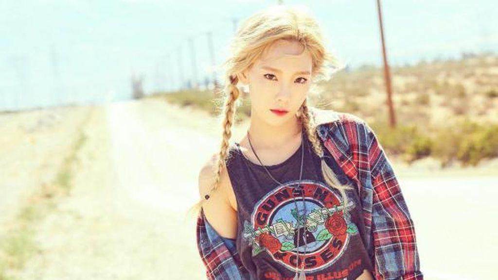 Gaya Kasual Taeyeon SNSD Pakai Kaus Crop Top ke Indonesia