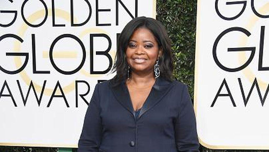 Pakai Tuksedo di Golden Globes 2017, Aktris Ini Merasa Lebih Bebas