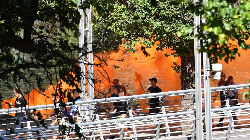Gara-Gara Nyalakan Flare, Suporter Ini Dilarang Masuk Melbourne Park