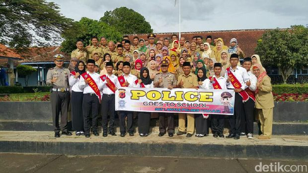 Police Goes to School di SMA 1 Cianjur