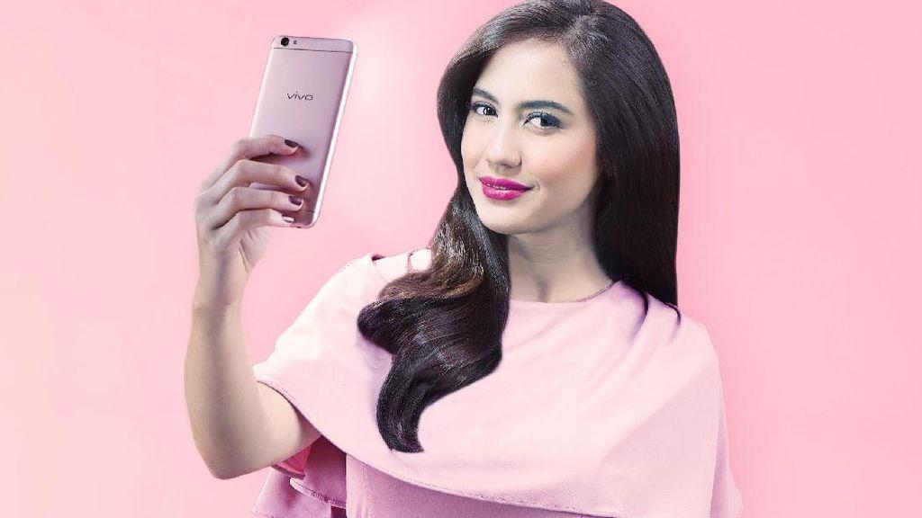 Patut Dicoba! Aneka Tips Selfie yang Sempurna Saat Traveling