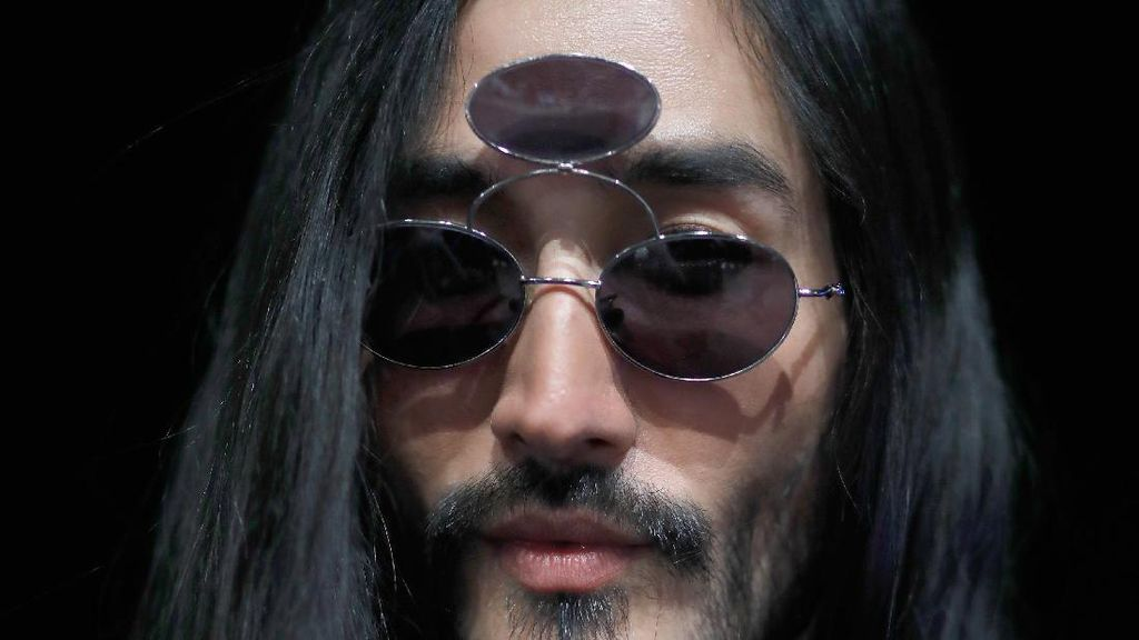 Kacamata Mata 3 Jadi Tren Aksesori Pria, Yay or Nay?