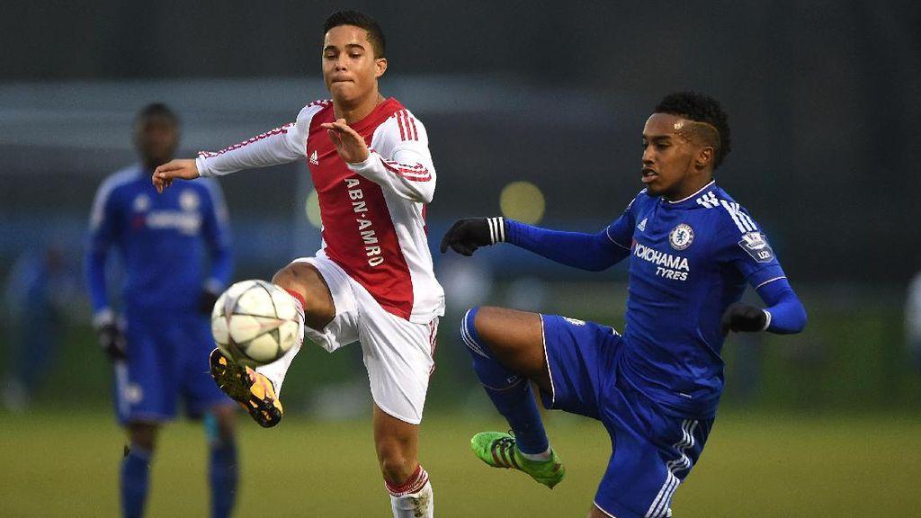 Dari Patrick ke Justin, Dua Generasi Kluivert di Ajax Amsterdam