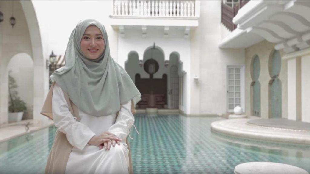 Tutorial Hijab Menutup Dada Hanya 30 Detik dari Lyra Virna
