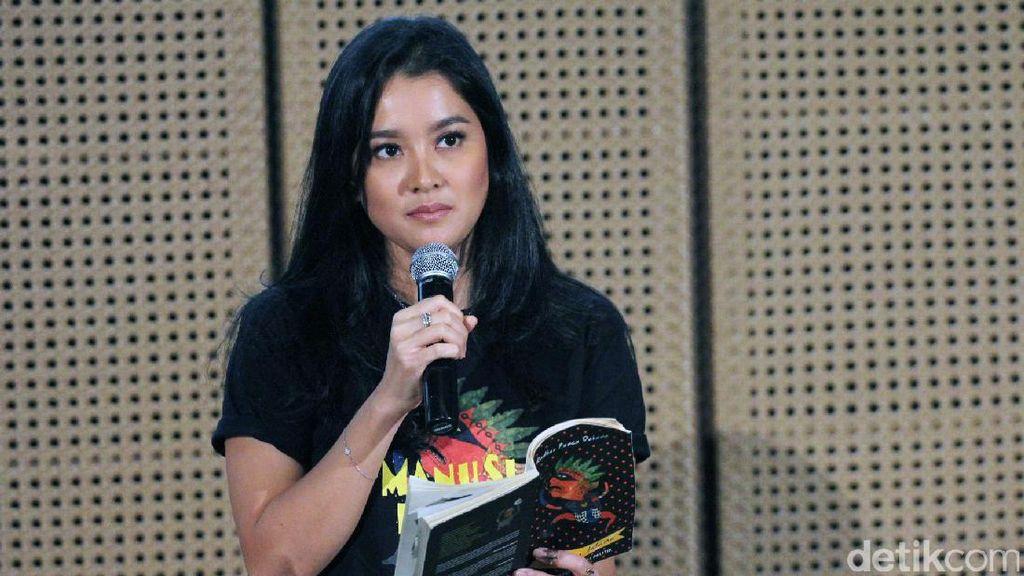 Mengaku Kesulitan, Ini Ekspresi Marcella Zalianty saat Bacakan Puisi