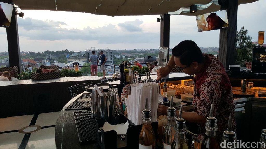 The 18th, Rooftop Bar Asyik Untuk Menikmati Sunset di Seminyak