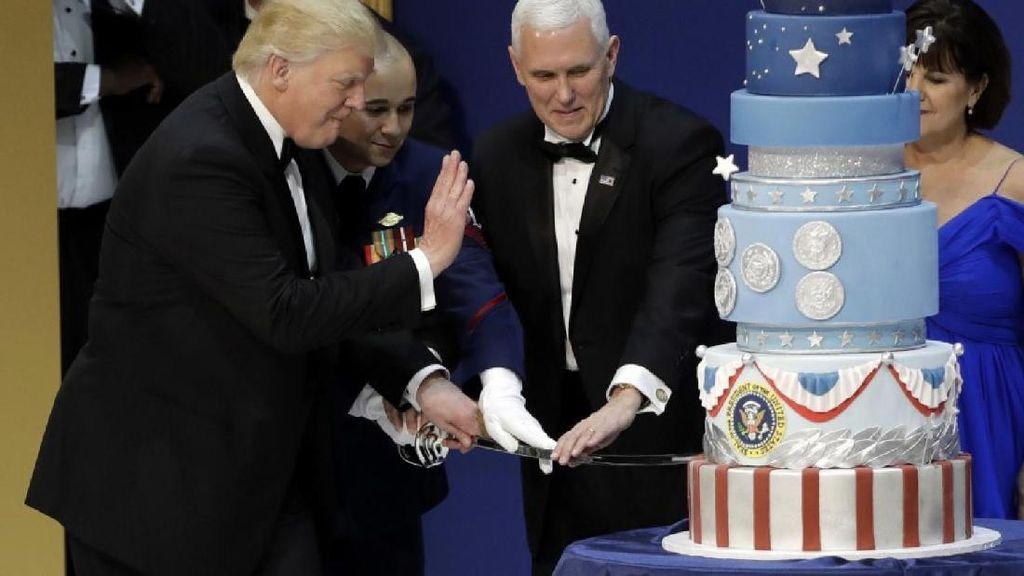 Cake Inagurasi Donald Trump Ternyata Meniru Persis Cake Obama