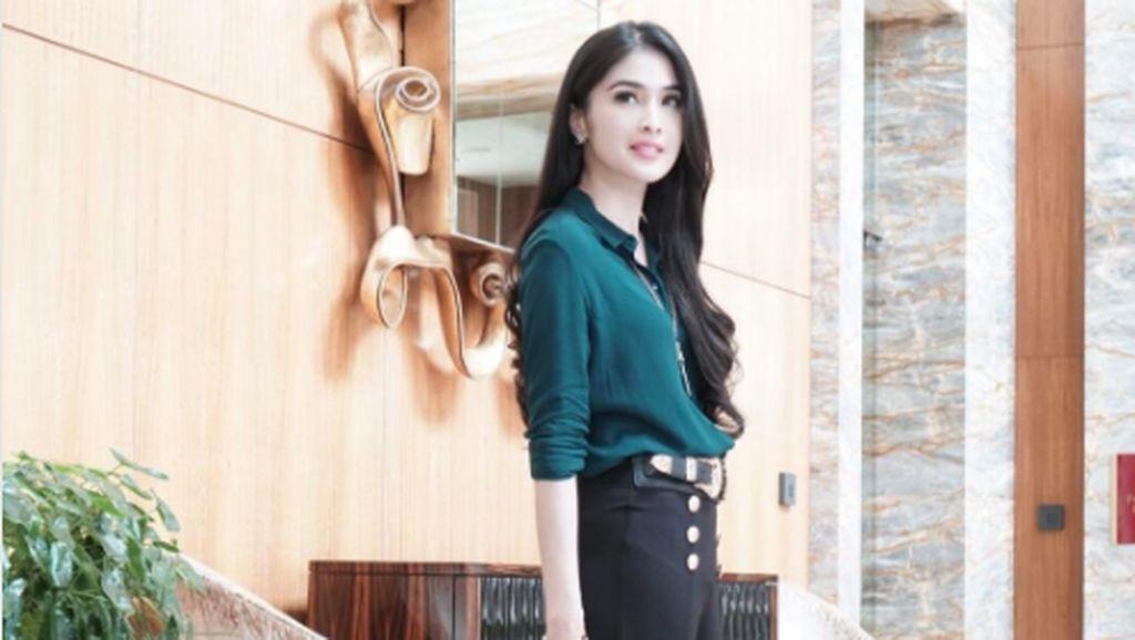 Koleksi Puluhan Juta Rupiah Tas & Sepatu Gucci Milik Sandra Dewi