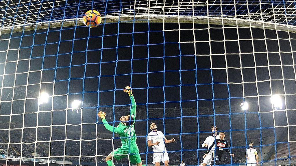 Hempaskan Fiorentina, Napoli ke Semifinal Coppa Italia