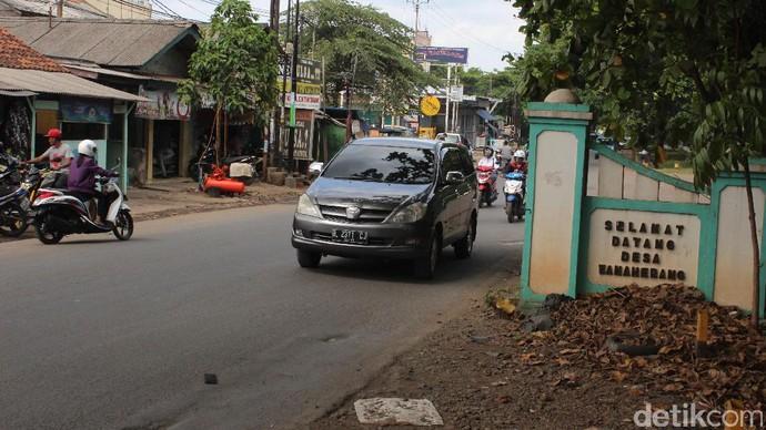 Ada Jalan Mercedes-Benz di Wanaherang, Bogor