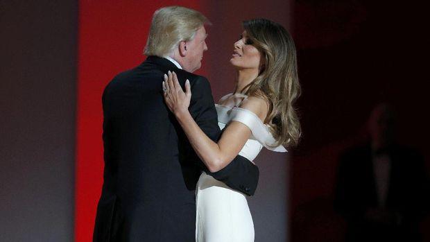 Donald Trump dan Melania saat pesta dansa