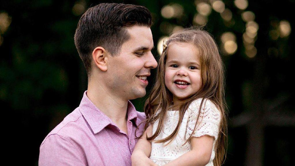 Video Viral Duet Ayah dan Putrinya Ini Bakal Bikin Kagum