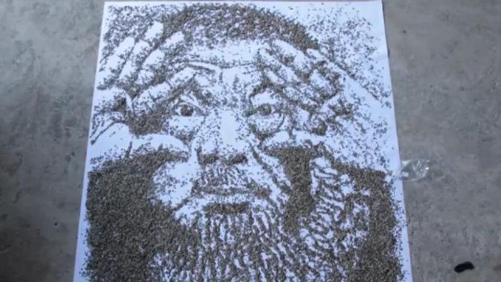 Red Hong Yi Bikin Potret Ai Weiwei dari 20 Ribu Biji Bunga Matahari