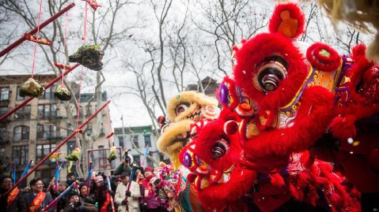 Aksi barongsai di New York (Andrew Burton/AFP)