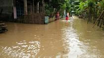 Tanggul Sungai Gunting Jebol, Ratusan Rumah dan Jalan Banjir