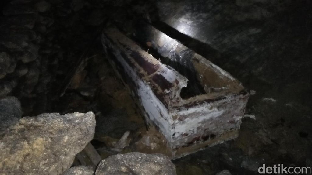 Makam Paling Gelap Gulita di Tana Toraja, Berani Masuk?