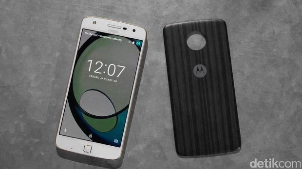 Motorola Fokus Segmen Atas, Lenovo Sisanya