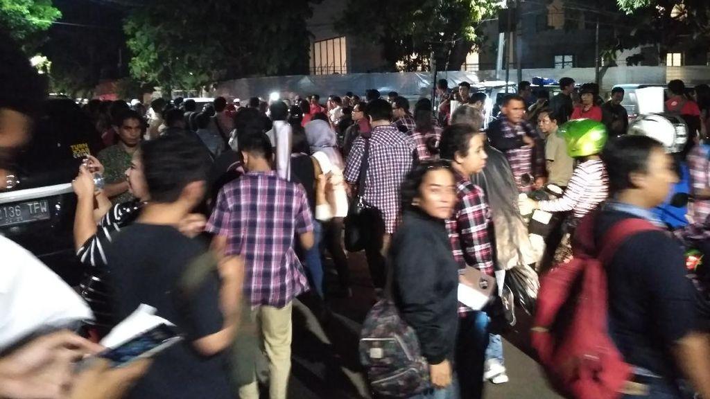 Debat Kedua Usai, Pendukung Ahok-Djarot Tinggalkan Rumah Lembang