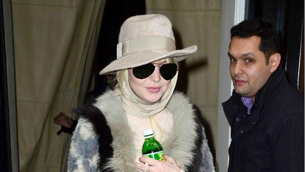 Lindsay Lohan Kembali Tampil Cantik Berkerudung