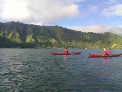 5 Danau Memesona Buat Wisata Romantis 1 Hari