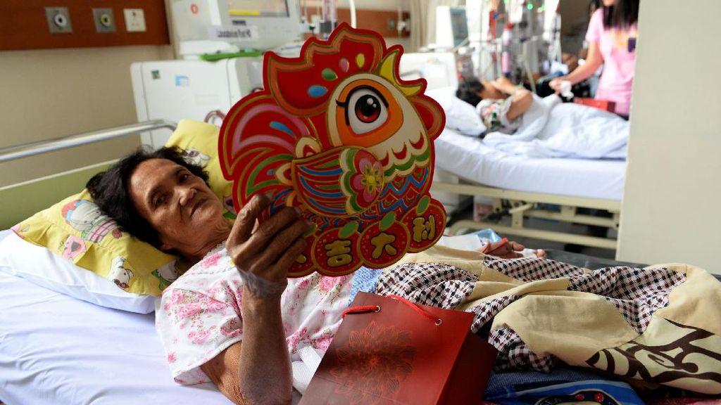 Perayaan Tahun Api Ayam di Rumah Sakit