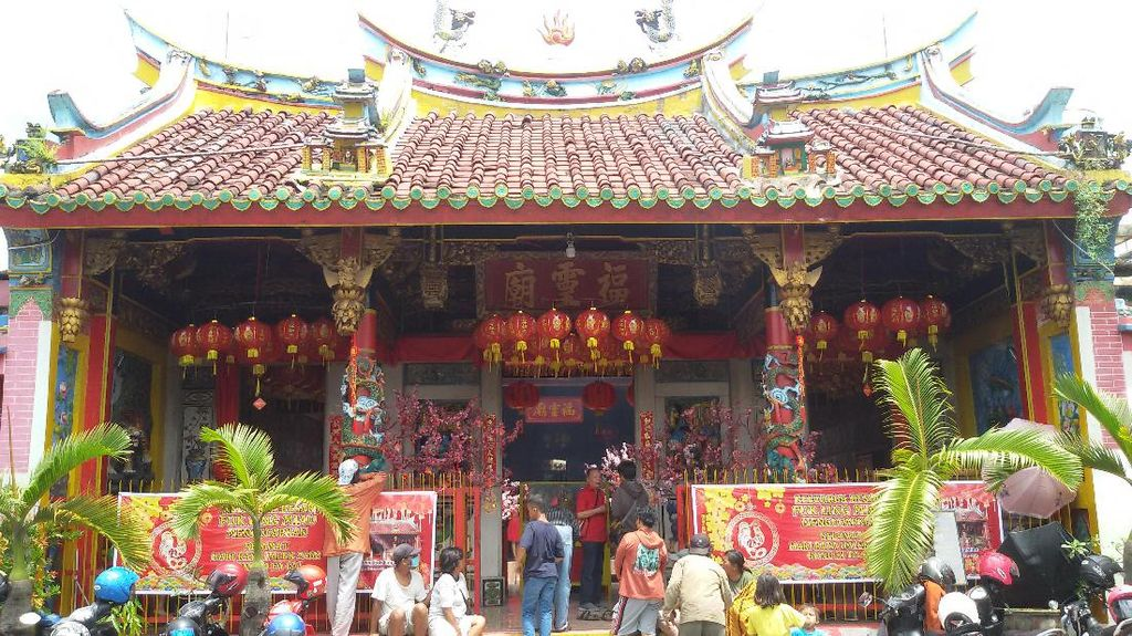 Kelenteng Hadiah Sultan Yogya Dipadati Pengunjung & Pemburu Angpau