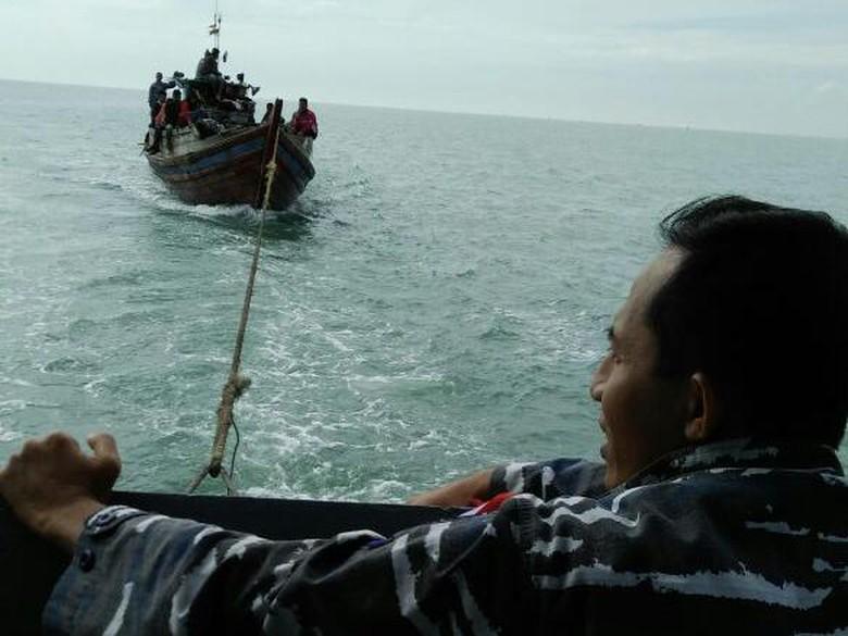 TNI AL Tangkap Kapal TKI Ilegal dari Malaysia dan Temukan Sabu
