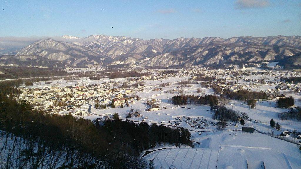Mengunjungi Hakuba Ski Jump Stadium