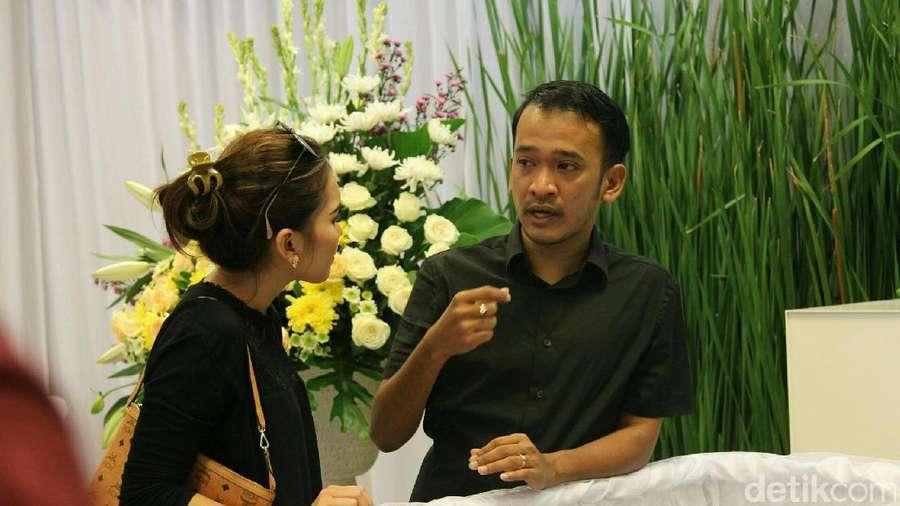 Sebelum Syuting, Ayu Ting Ting Sempatkan Kunjungi Ruben Onsu