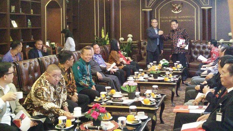 Rapat Tertutup, DPR Evaluasi Kerja MK hingga Bahas Patrialis Akbar