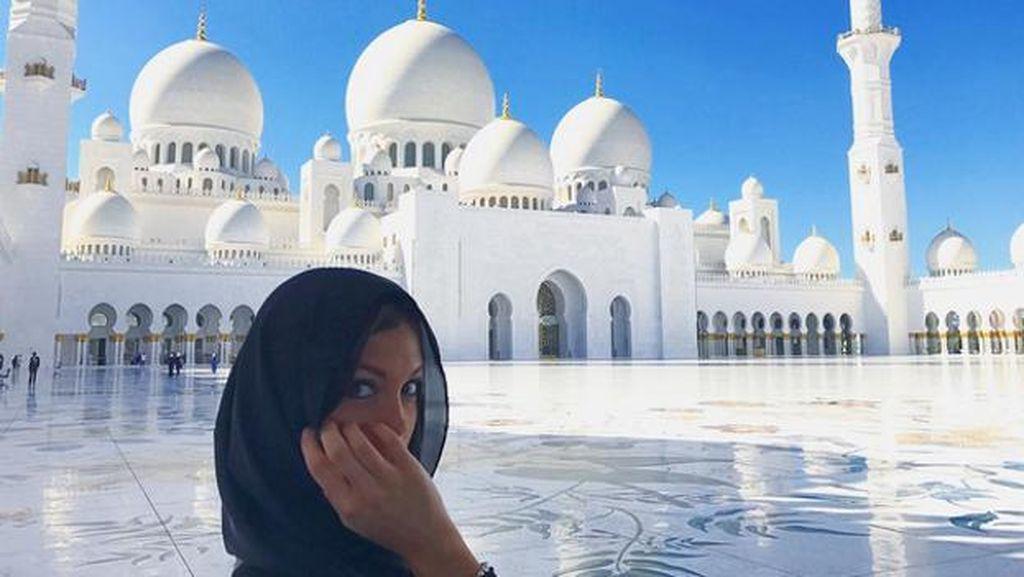 Masjid yang Bikin Silau Miss Universe