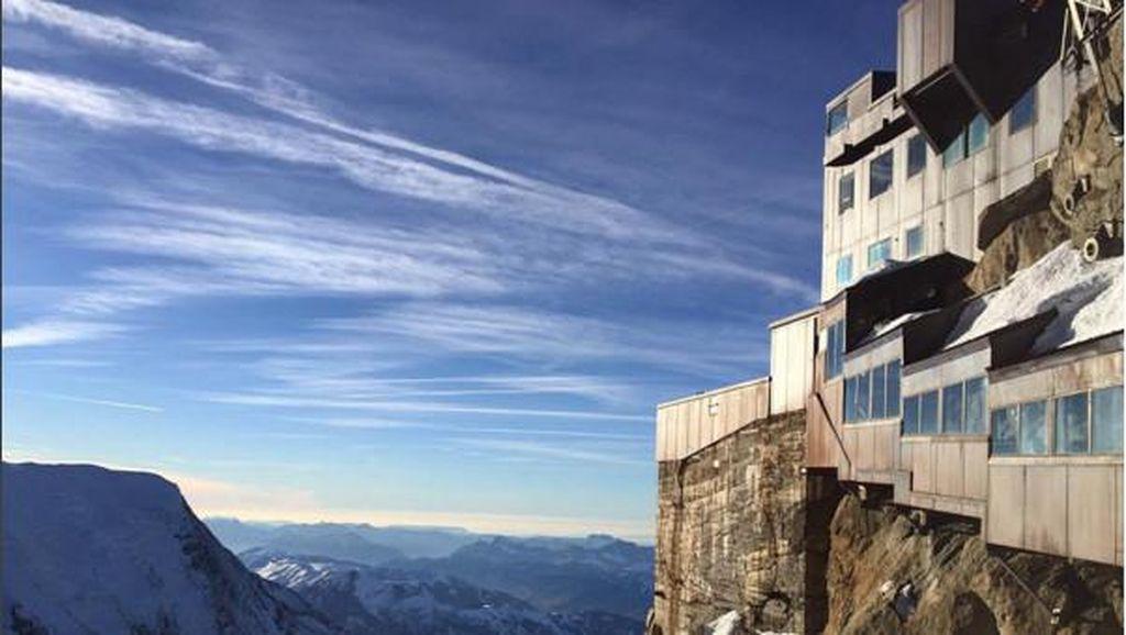 2 Restoran di Puncak Gunung dengan Pemandangan Paling Keren Sedunia