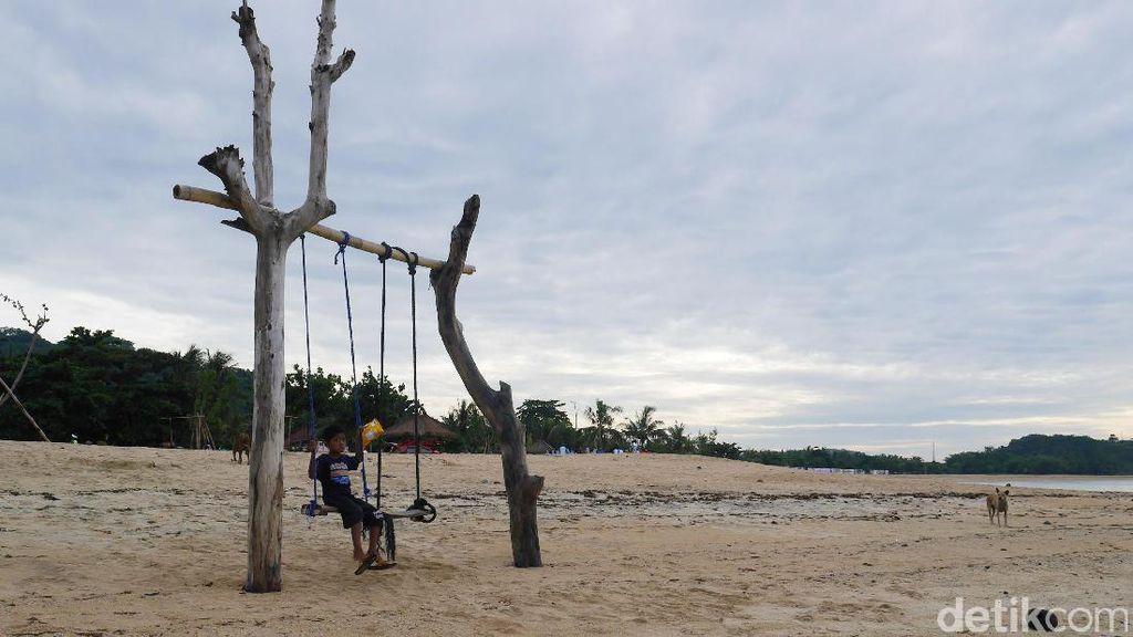 Berayun di Kuta Lombok