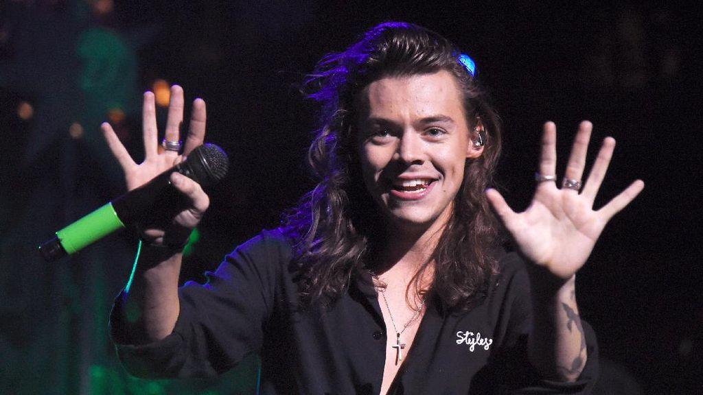 Rilis Lagu Baru, Harry Styles Curhat Tentang Taylor Swift?