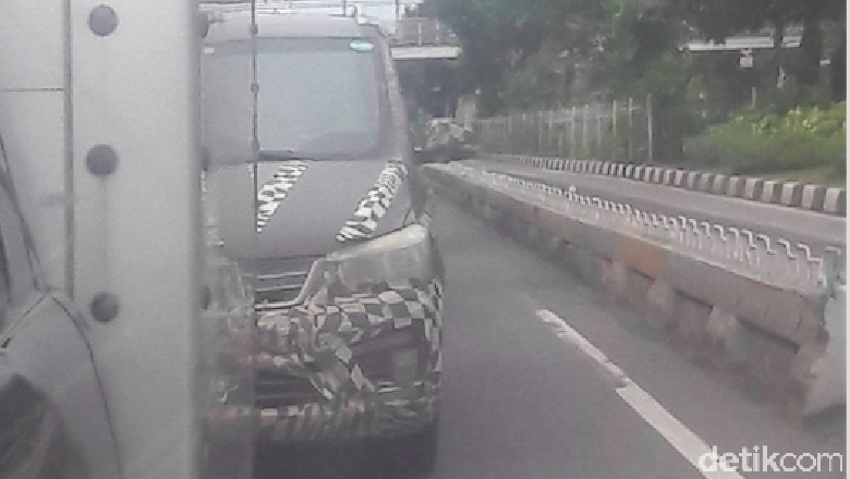 Ciluk Ba! Mobil MPV Misterius Itu Datang Lagi di Jalanan Jakarta