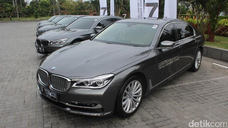 Nyamannya Jadi Penumpang BMW Seri 7