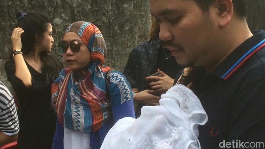 Anak Indra Bekti Meninggal Dunia, Ayah Ruben Onsu Dimakamkan