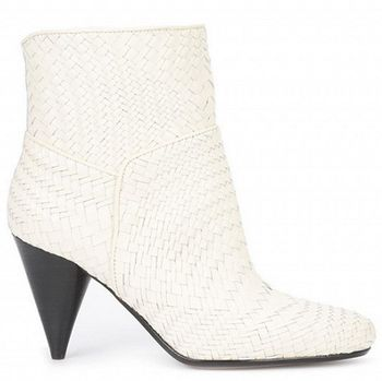 Tampil Edgy Hingga Bohemian dengan 5 Sepatu Boots Hak Lancip
