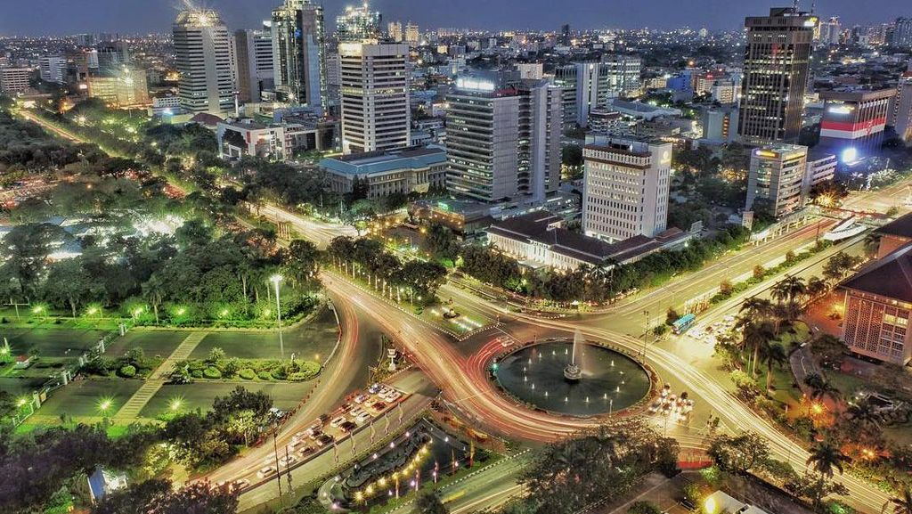 Kemilau Jakarta Kala Petang