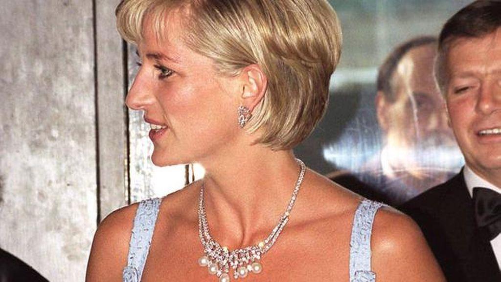 Ada Cerita Super Manis di Balik Gaun Floral Puteri Diana Ini