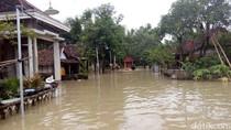 Banjir Setinggi 1 Meter Rendam Dua Desa, Warga Mengungsi