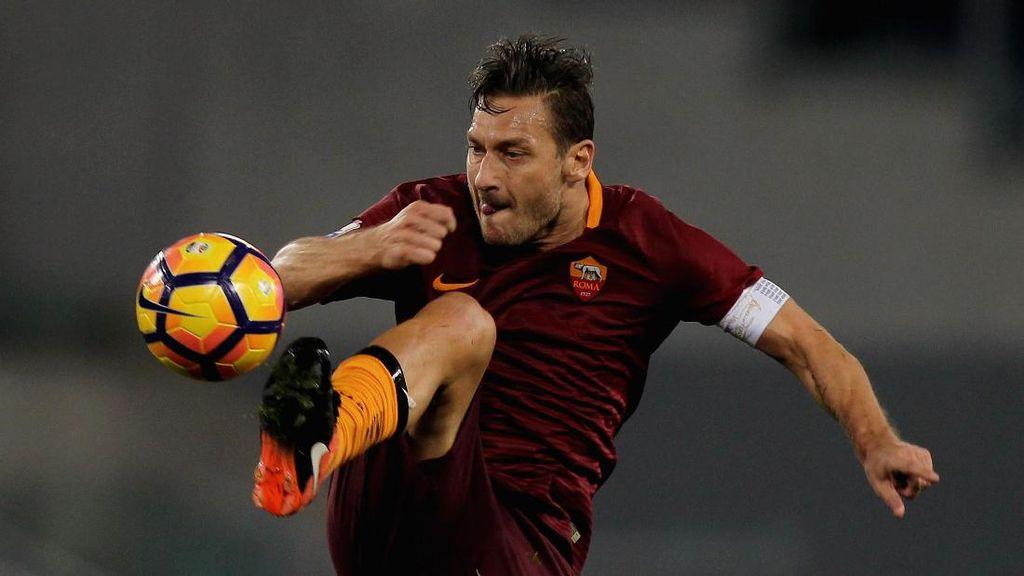 Dari Fans Lazio untuk Francesco Totti si Musuh Terbaik