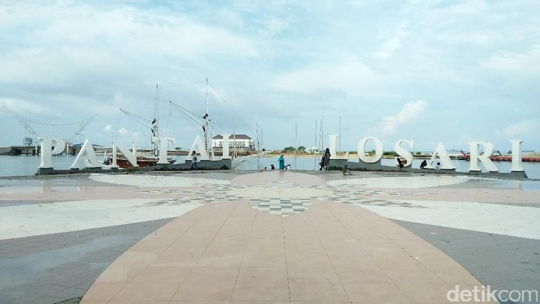 Pemandangan Pantai Losari yang bersih (Bonauli/detikTravel)