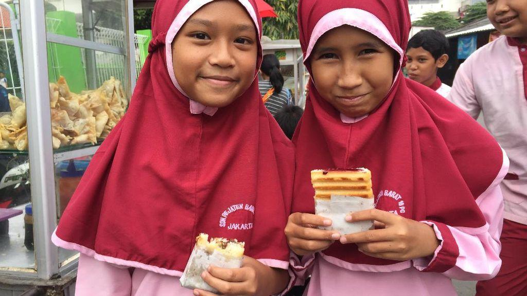 Dalam Sehari Anak SD Bisa Habiskan Rp 10.000 untuk Jajan