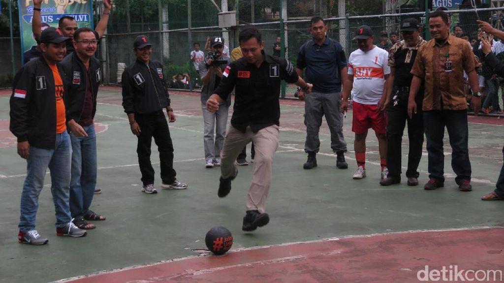 Buka Pertandingan Futsal, Agus Yudhoyono Menjebol Gawang