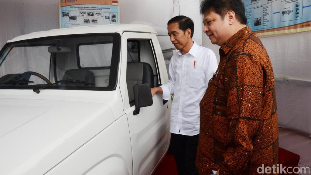 Senyum Jokowi Lihat Mobil Pedesaan